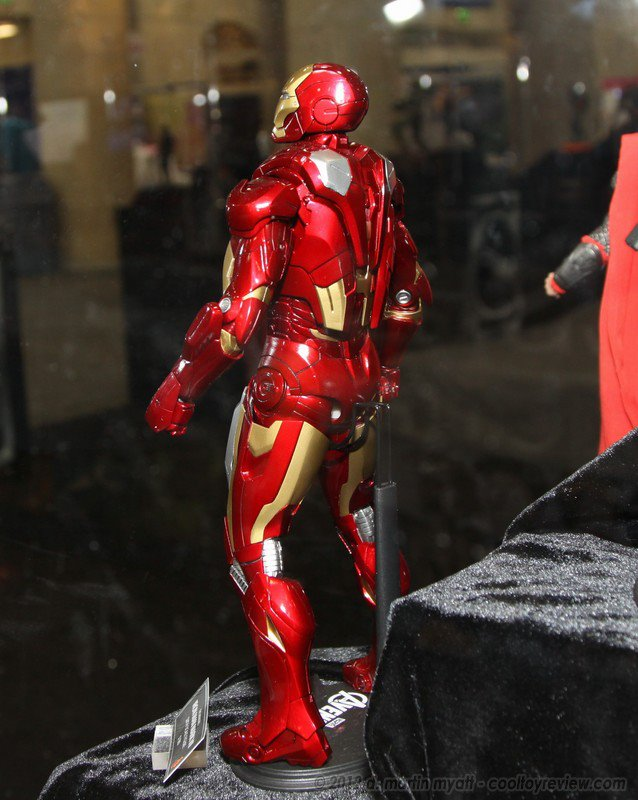 Hot Toys: Iron Man Mark 7 Back
