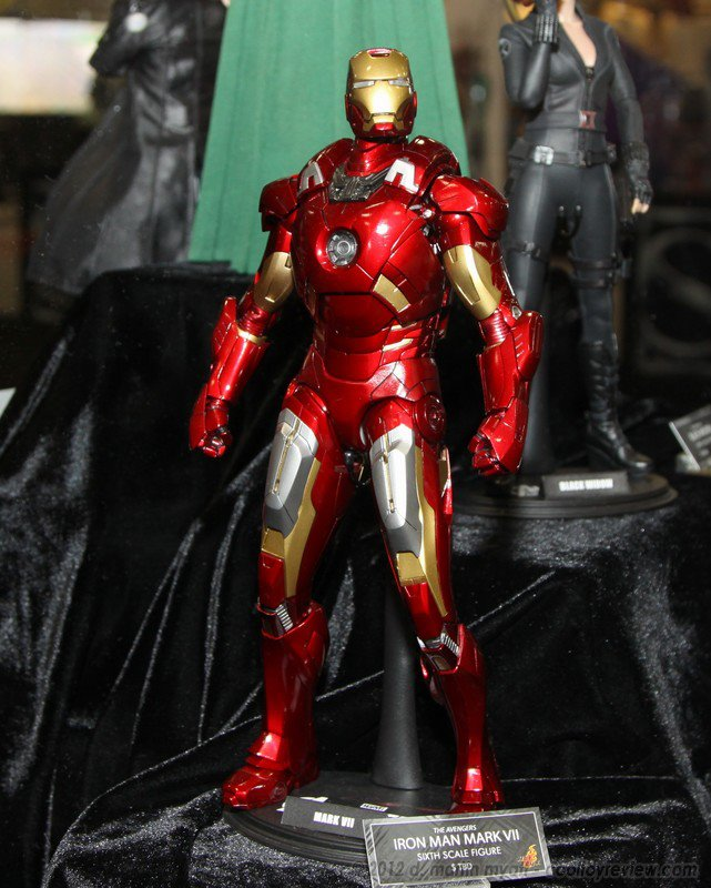 Hot Toys: Iron Man Mark 7 Front